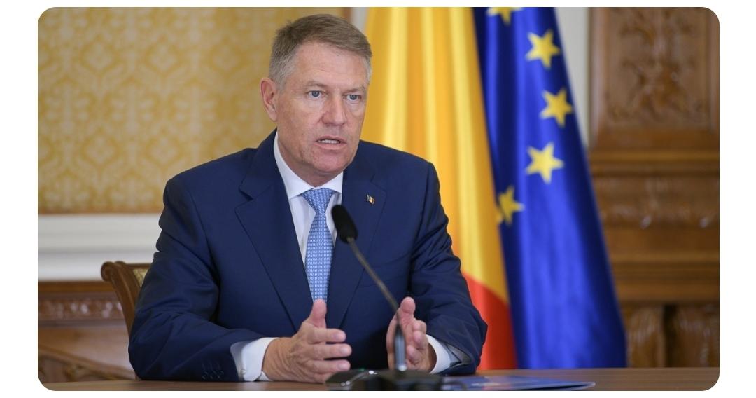 Klaus Iohannis a promulgat legea care permite angajatorilor să reducă la jumătate timpul de lucru și salariile angajaților