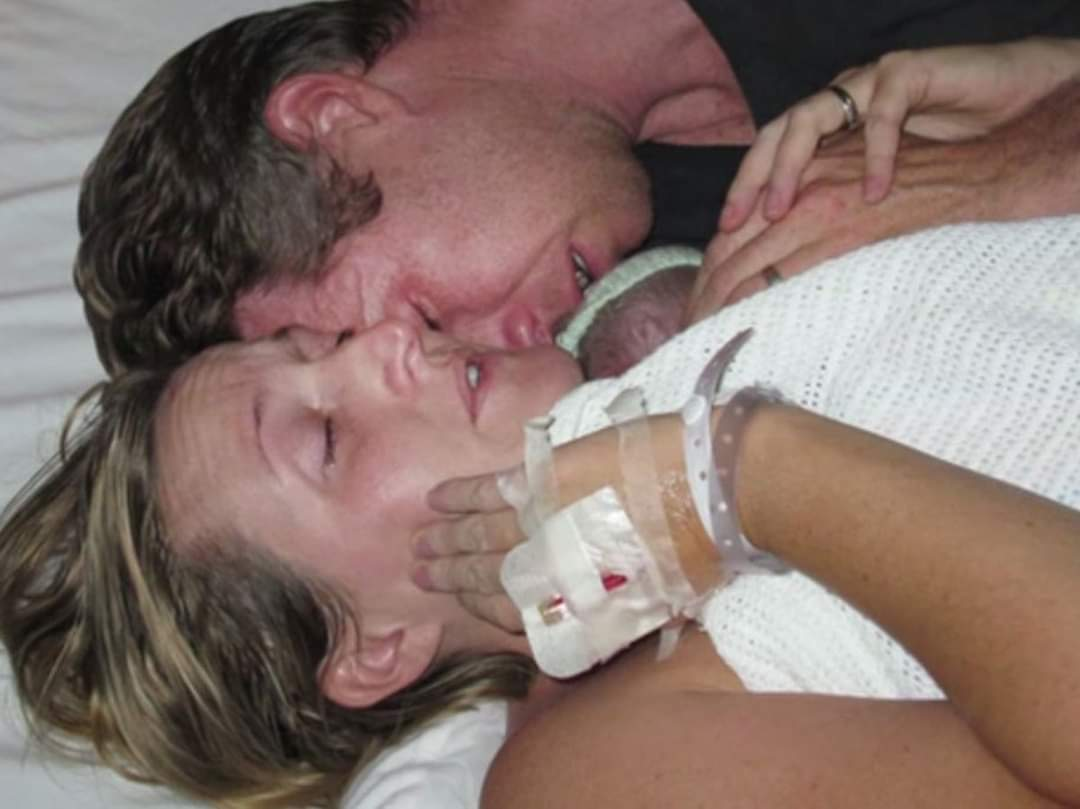 Şi-a ţinut copilul mort la piept timp de două ore. A urmat minunea