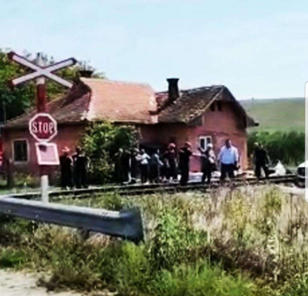 Impact major între un tren și un microbuz, în județul Cluj. Sunt mai multe victime
